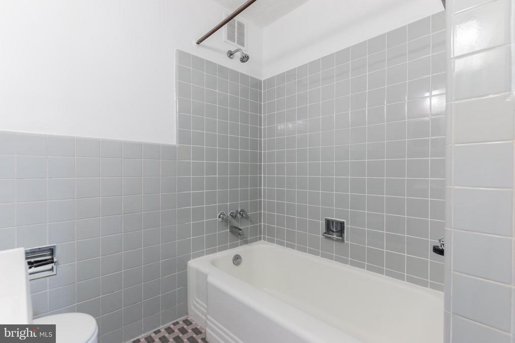 Hall Bath - 4740 CONNECTICUT AVE NW #802, WASHINGTON