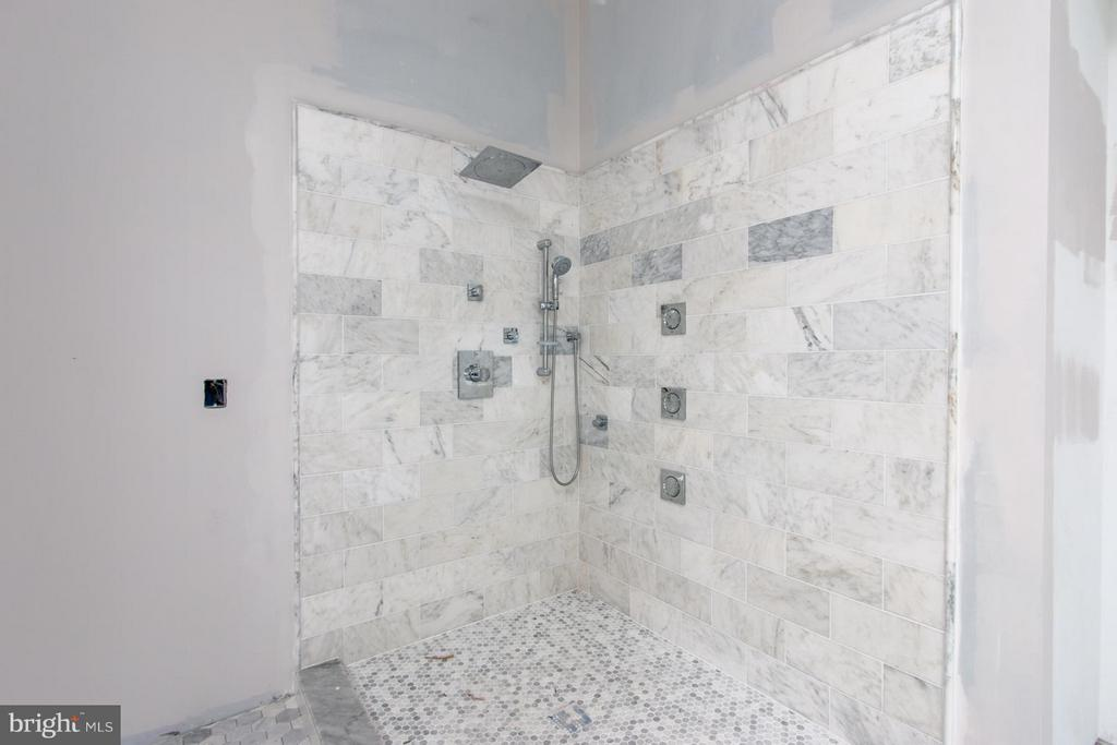 Gorgeous custom tile work in master bath - 6027 TULIP POPLAR CT, MANASSAS