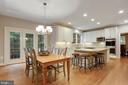 Kitchen with access to rear deck - 306 SINEGAR PL, STERLING