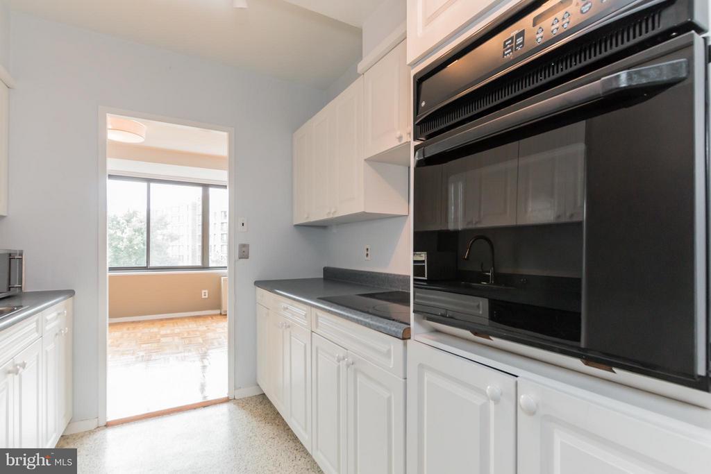 Kitchen - 4740 CONNECTICUT AVE NW #802, WASHINGTON