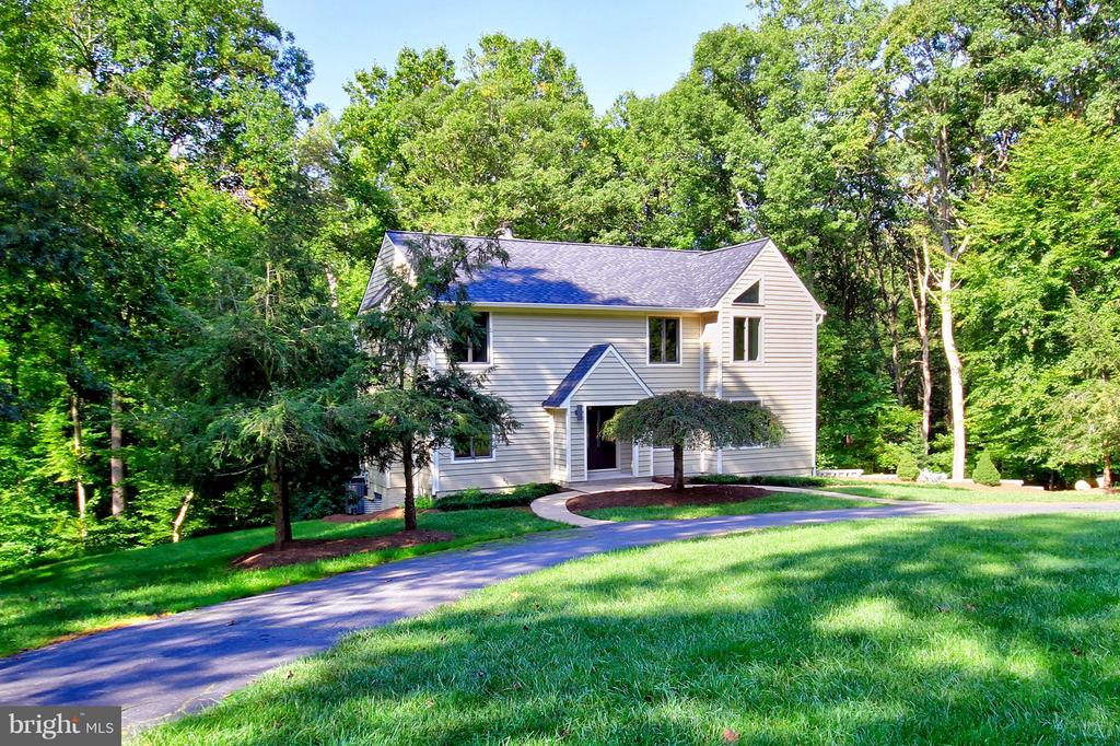 Five acres of magnificent woodlands and stream - 10714 MILKWEED DR, GREAT FALLS