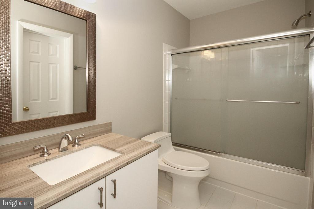 Sleek updated Bathroom on upper level - 10714 MILKWEED DR, GREAT FALLS