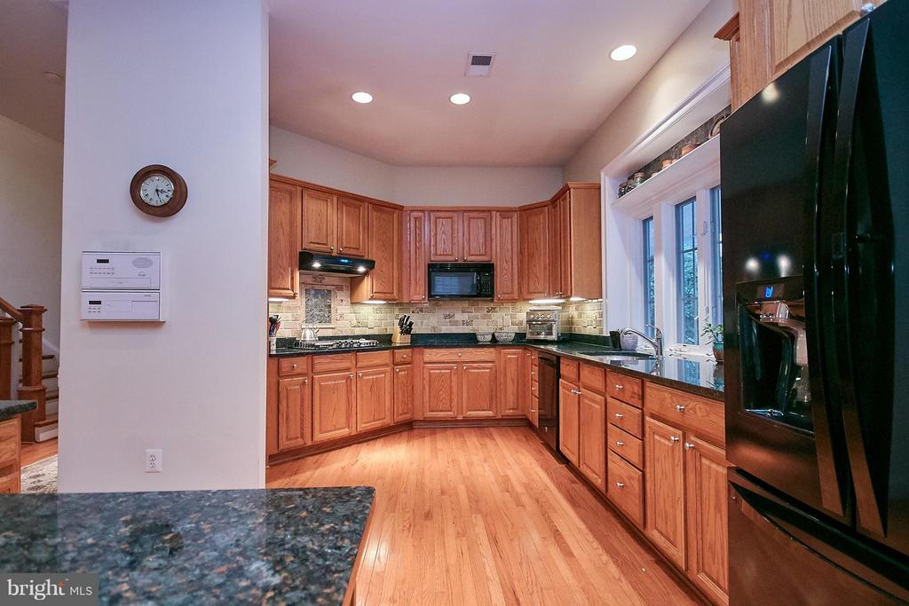 Kitchen w/ double ovens, island - 7224 FARR ST, ANNANDALE