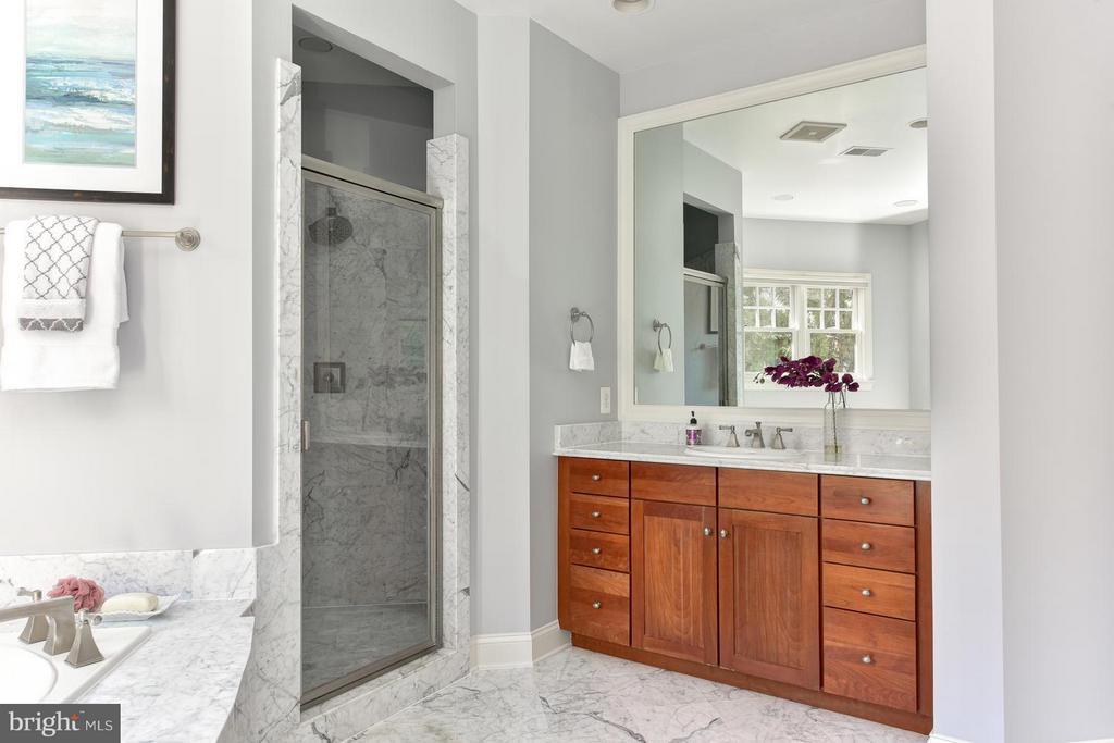 Bath (Master) - 2923 24TH RD N, ARLINGTON
