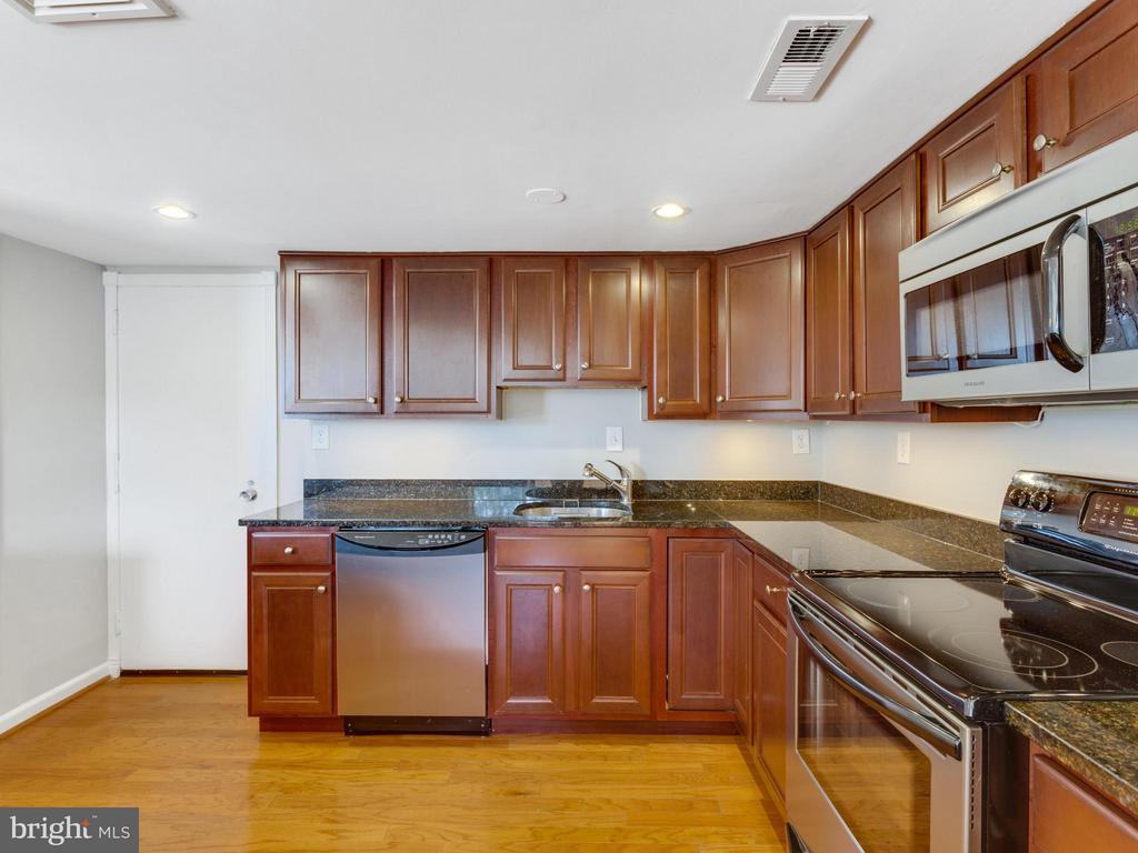 Kitchen - 1515 ARLINGTON RIDGE RD #202, ARLINGTON