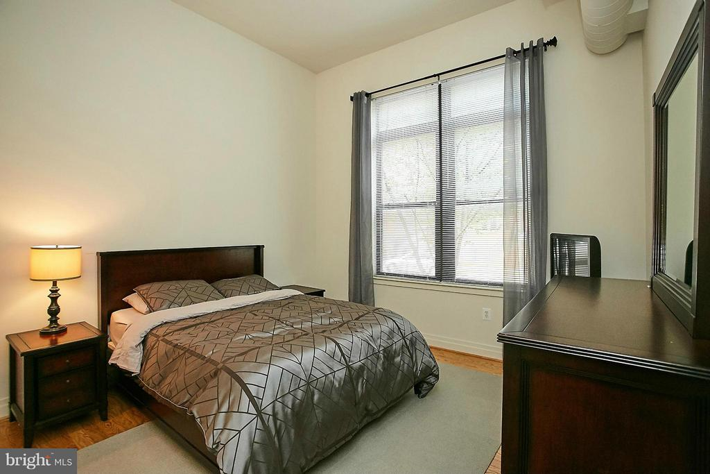 Bedroom (Master) - 2220 FAIRFAX DR N #105, ARLINGTON