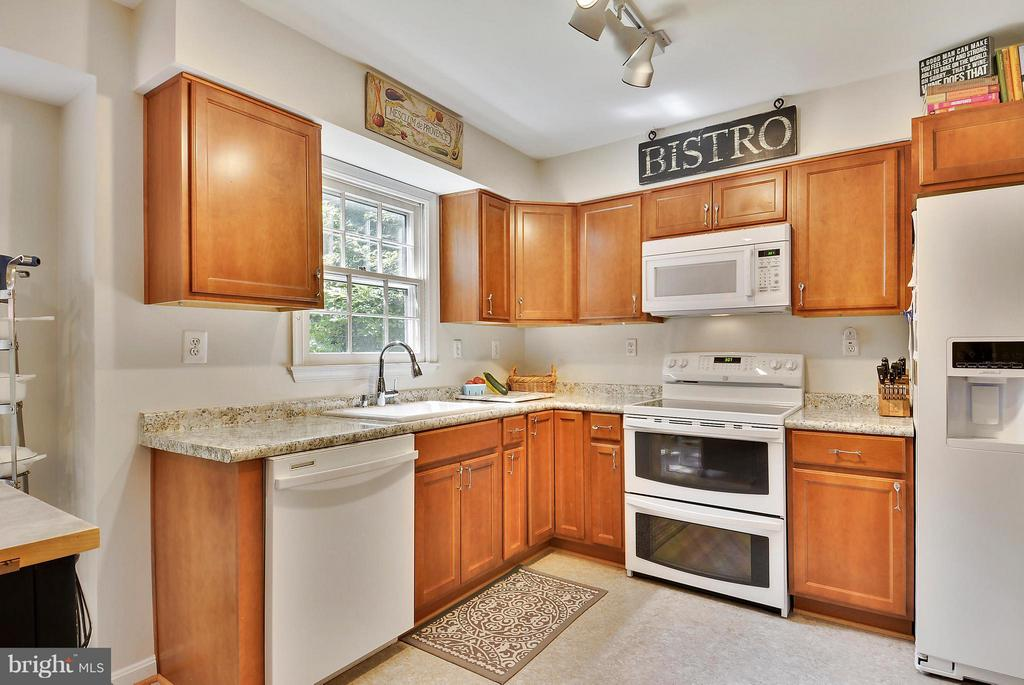 Updated Kitchen with Newer Appliances - 11112 LORAN RD, GREAT FALLS