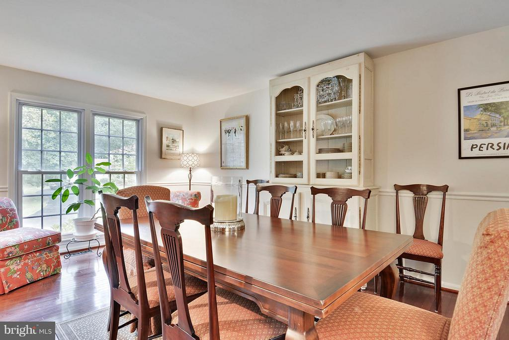 Light Filled Dining Room - 11112 LORAN RD, GREAT FALLS