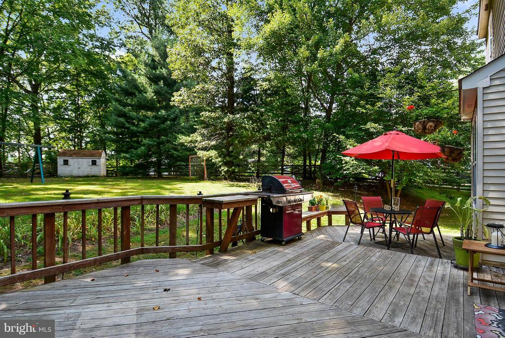 Deck overlooks large backyard - 11112 LORAN RD, GREAT FALLS