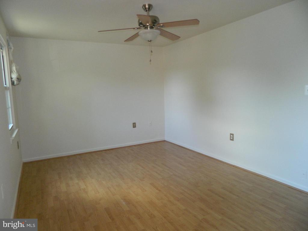 Bedroom (Master) - 8005 COMMUNITY DR, MANASSAS