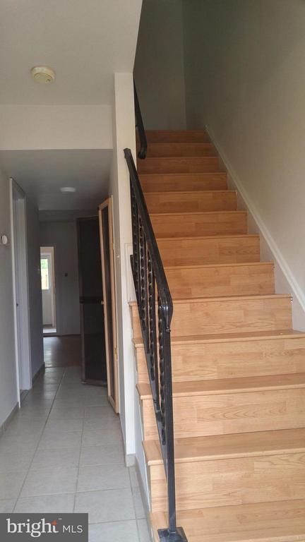 Stairs to Bedroom Level - 8005 COMMUNITY DR, MANASSAS