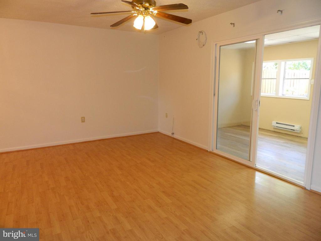 Living Room - 8005 COMMUNITY DR, MANASSAS
