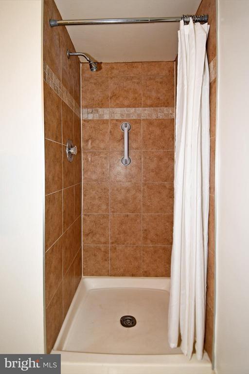 Bath Shower - 2100 LEE HWY #210, ARLINGTON