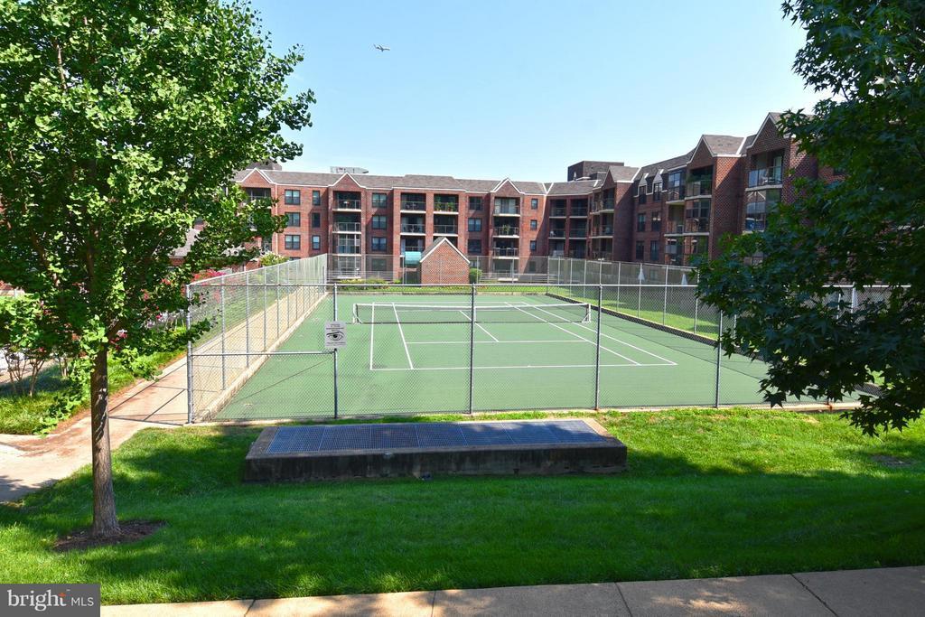 Tennis - 2100 LEE HWY #210, ARLINGTON