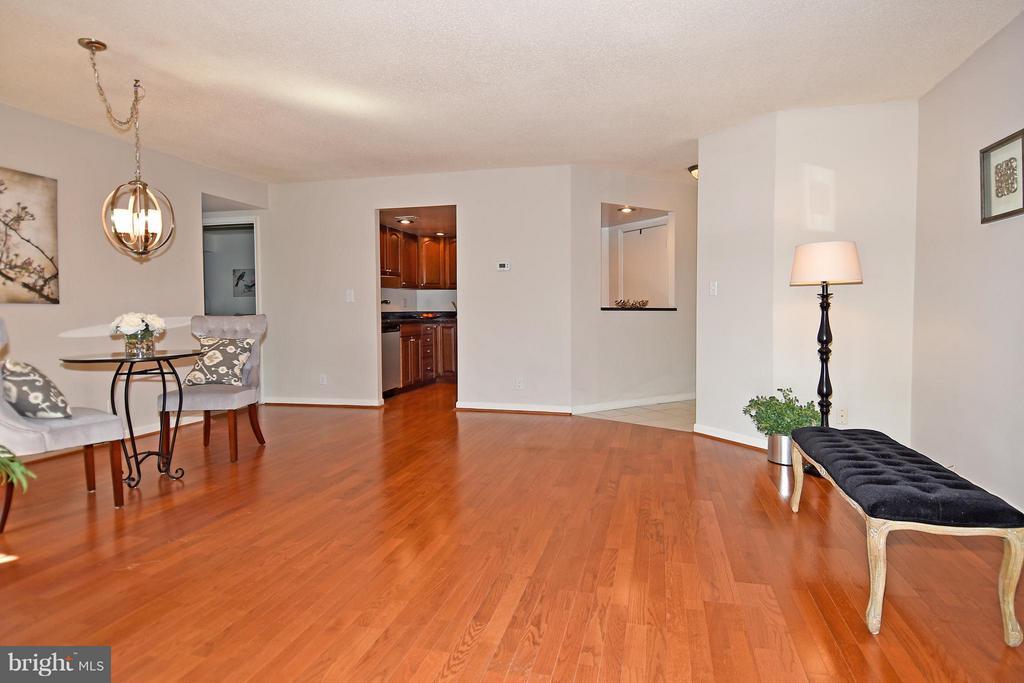 Living Room - 2100 LEE HWY #210, ARLINGTON