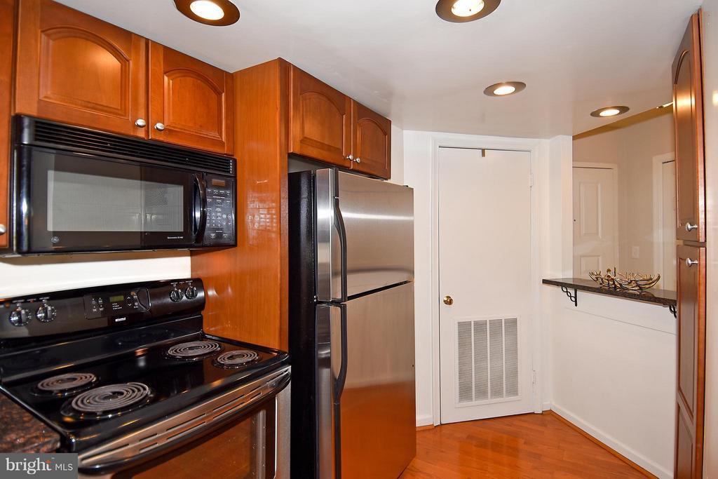Kitchen Pass-thru - 2100 LEE HWY #210, ARLINGTON