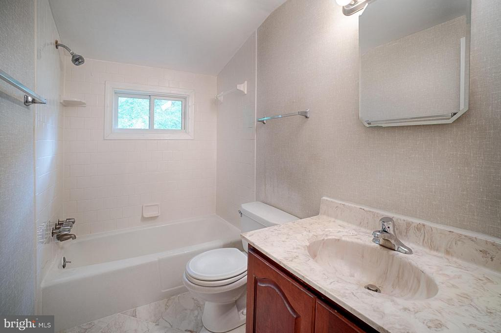 Bath (Master) - 7511 PLEASANT WAY, ANNANDALE