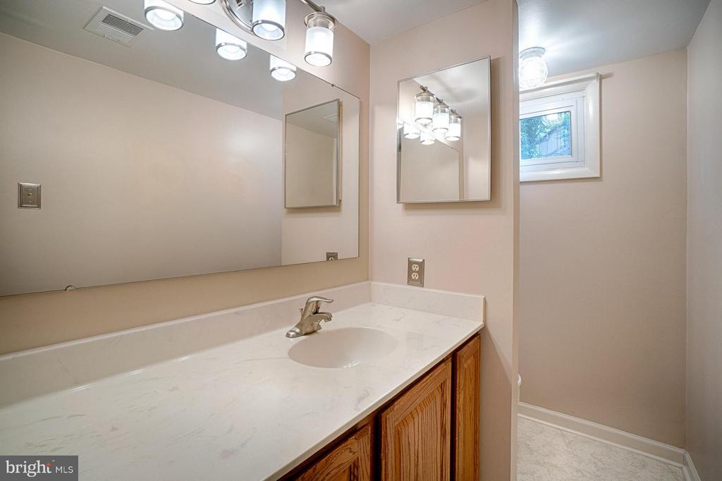 Bath - 7511 PLEASANT WAY, ANNANDALE