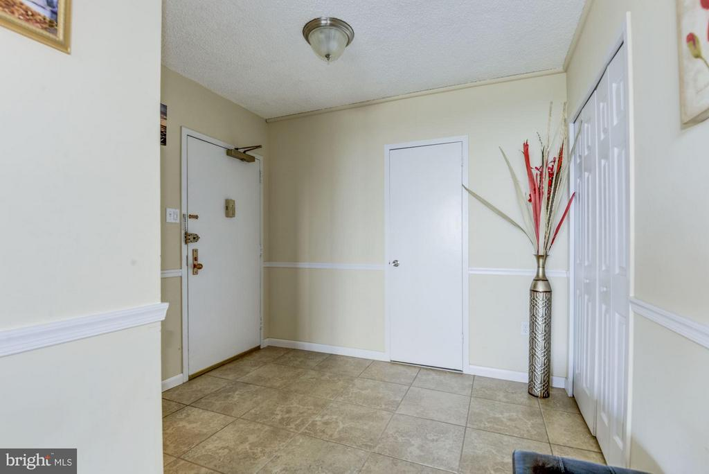 Gracious entry foyer with coat and storage closets - 3701 GEORGE MASON DR #1406N, FALLS CHURCH