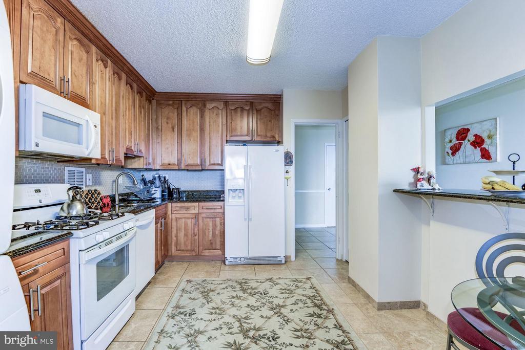 Ceramic floors, granite countertops,upgraded - 3701 GEORGE MASON DR #1406N, FALLS CHURCH