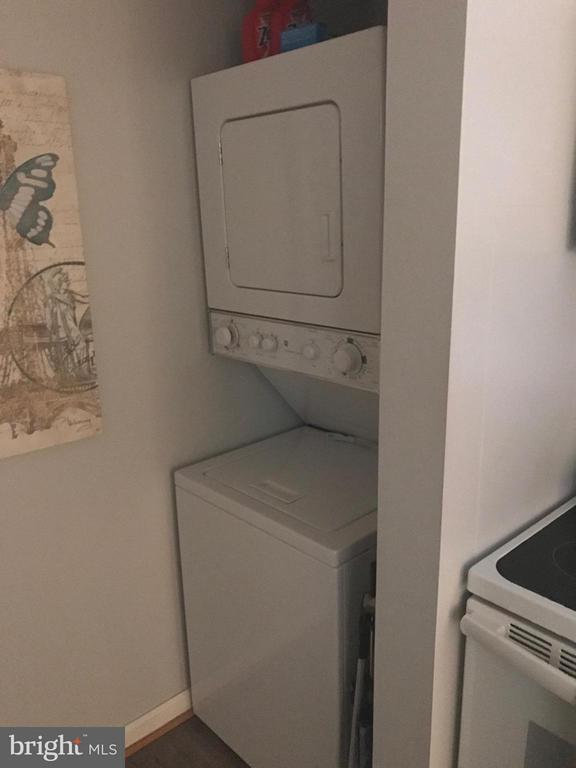 Convenient stack washer/dryer. - 900 TAYLOR ST #1111, ARLINGTON