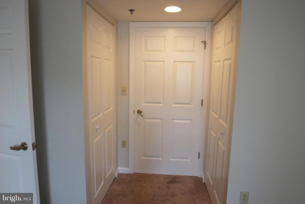 Entry with Double Closets - 900 TAYLOR ST #1111, ARLINGTON