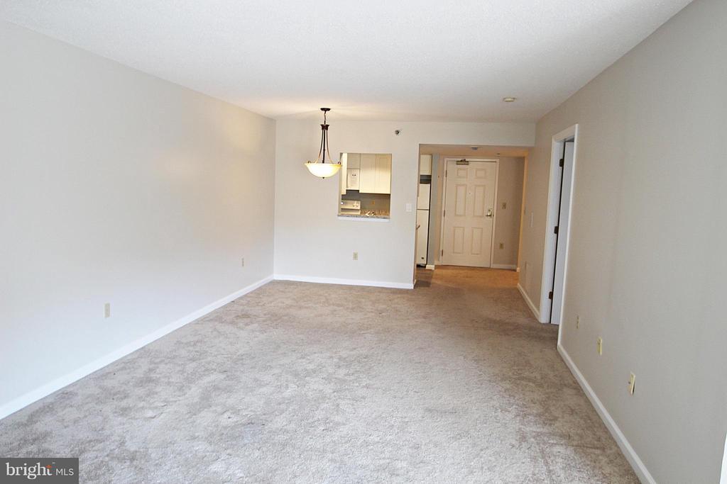 View toward Entry - 900 TAYLOR ST #1111, ARLINGTON