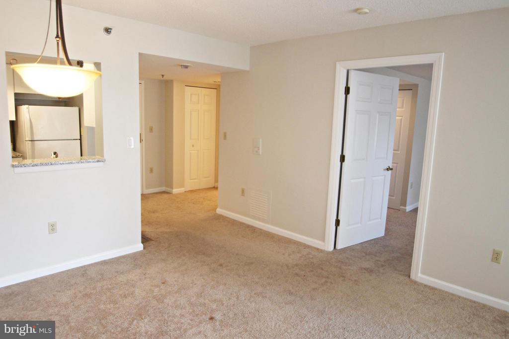 Dining Space with Convenient Pass Through - 900 TAYLOR ST #1111, ARLINGTON