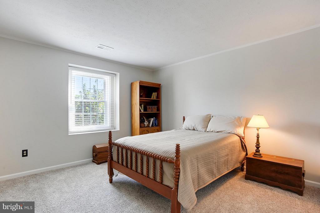 Bedroom 3 of 5 - 43554 COAL BED CT, ASHBURN