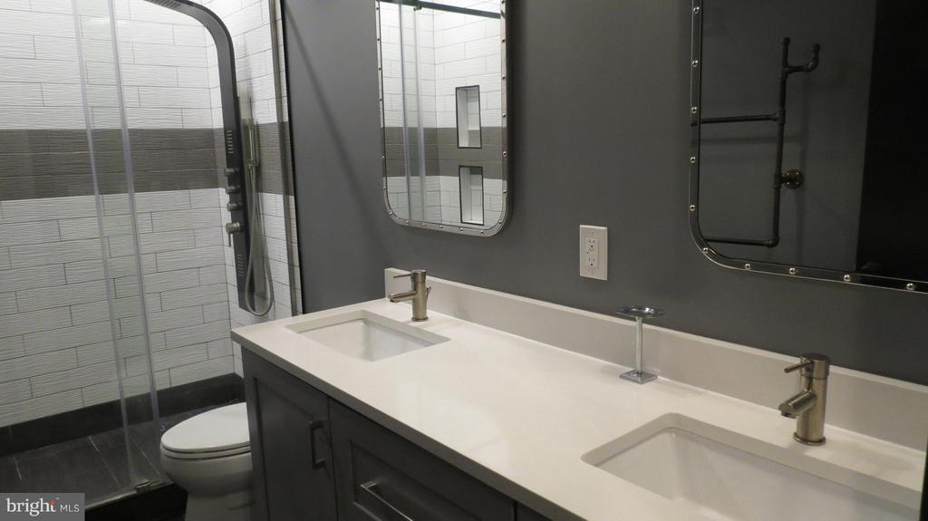 Double Sink Vanity and Riveted Mirrors - 42573 REGAL WOOD DR, ASHBURN