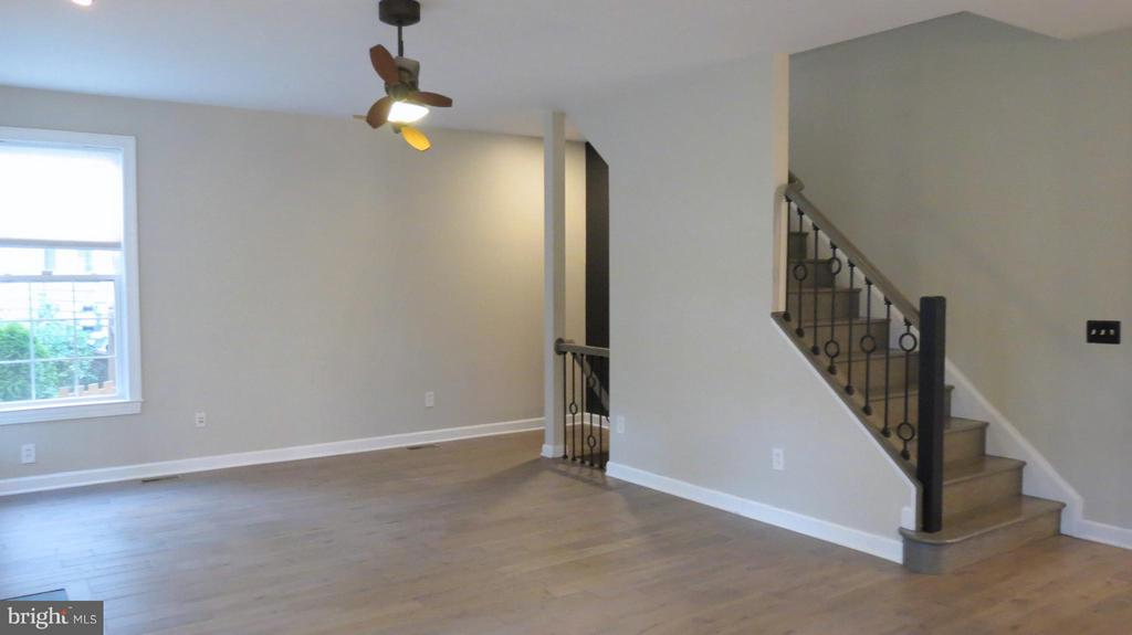 New Hardwoods and Handrails in Family Room - 42573 REGAL WOOD DR, ASHBURN