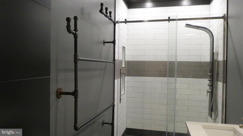 Remodeled Upper Level Hall Bath - 42573 REGAL WOOD DR, ASHBURN
