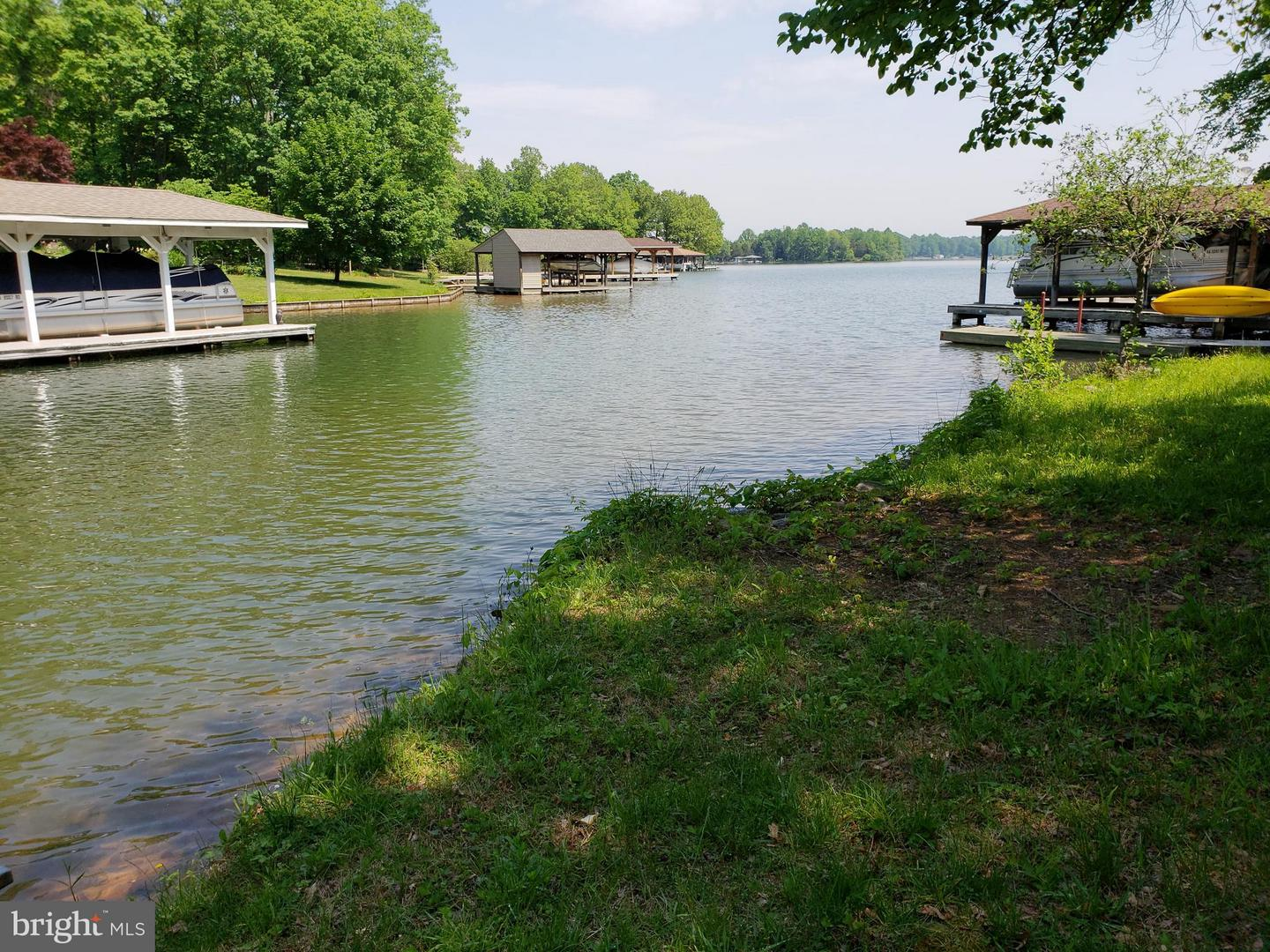 Single Family for Sale at 89 Old Burruss Mill Rd Louisa, Virginia 23093 United States