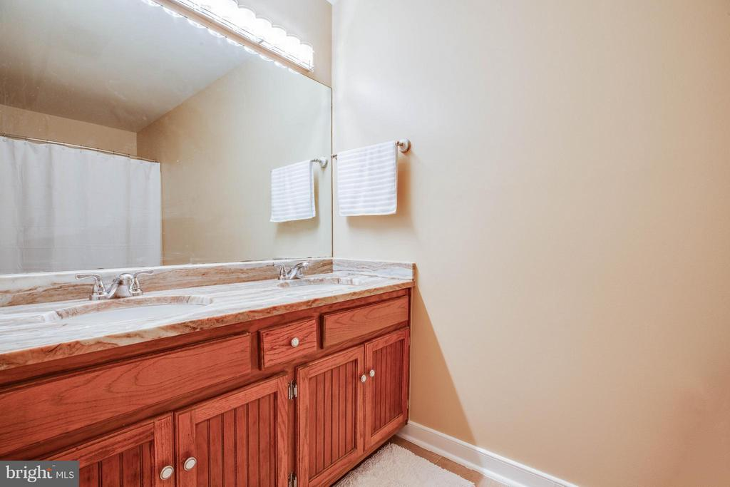 Updated Bath w/ Granite and Refinished Vanity - 2009 MONITOR DR, STAFFORD
