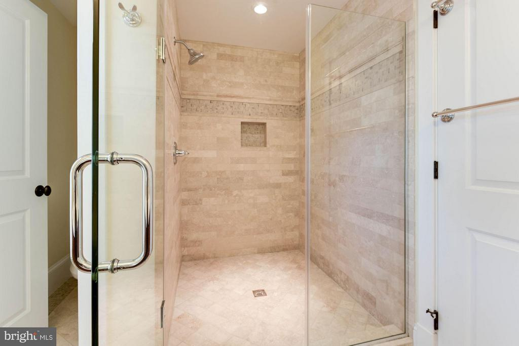 Luxurious Shower & Wet Closet - 508 25TH ST S, ARLINGTON