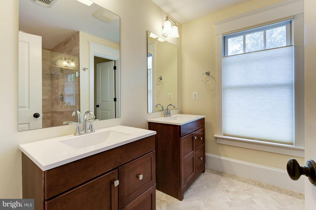 Master Bathroom - Separate vanities! - 508 25TH ST S, ARLINGTON