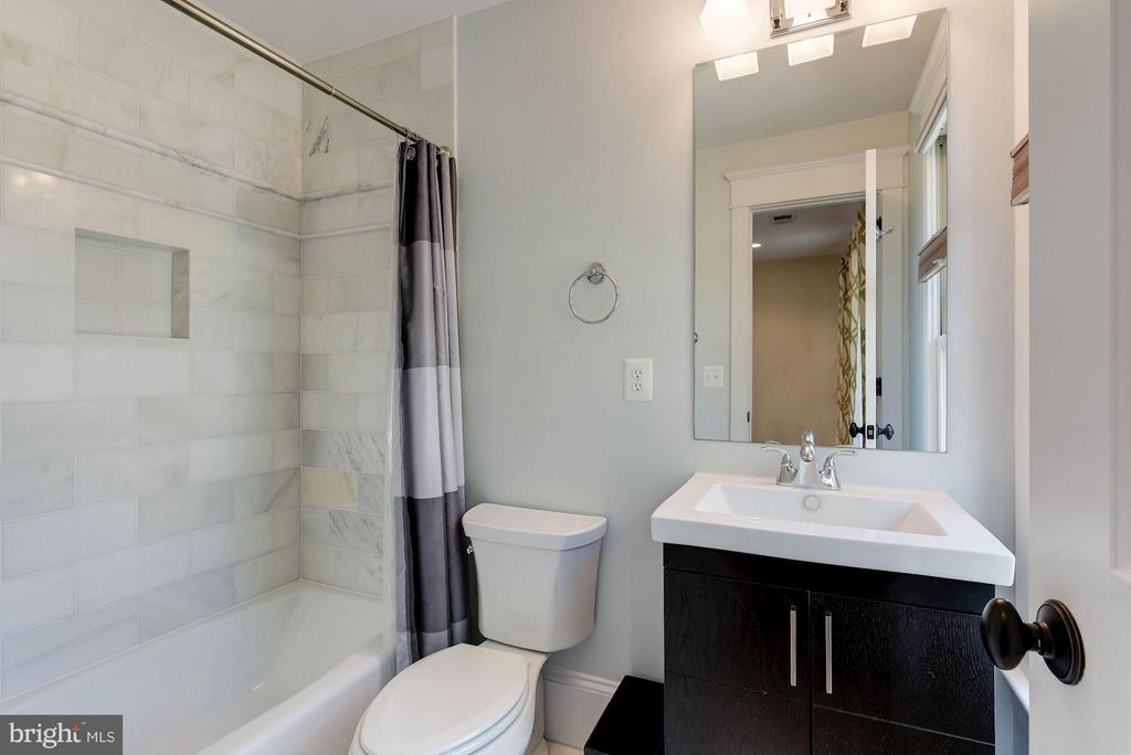 Ensuite Bath - 508 25TH ST S, ARLINGTON