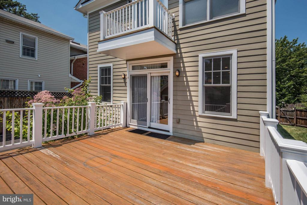 Enjoy a spacious rear deck! - 508 25TH ST S, ARLINGTON