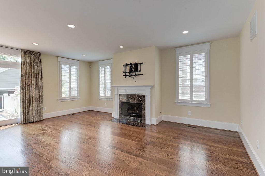 Cozy up by the gas burning fireplace! - 508 25TH ST S, ARLINGTON