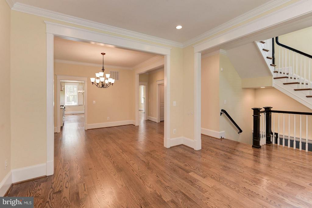Molding throughout! - 508 25TH ST S, ARLINGTON