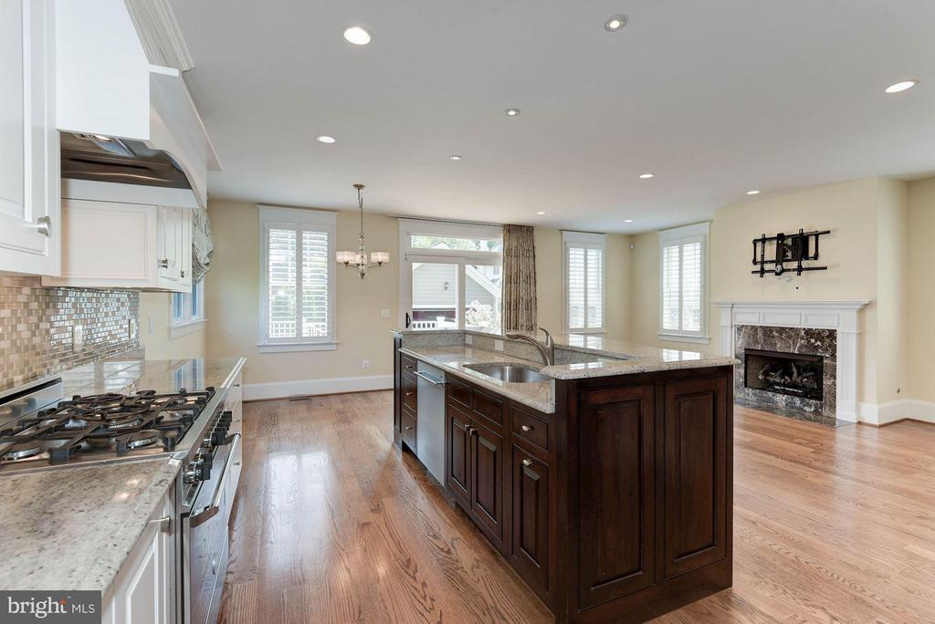 Gourmet kitchen with granite countertops! - 508 25TH ST S, ARLINGTON