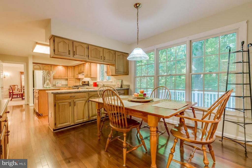 Eat-in kitchen with woodland views - 9879 HEMLOCK HILLS CT, MANASSAS