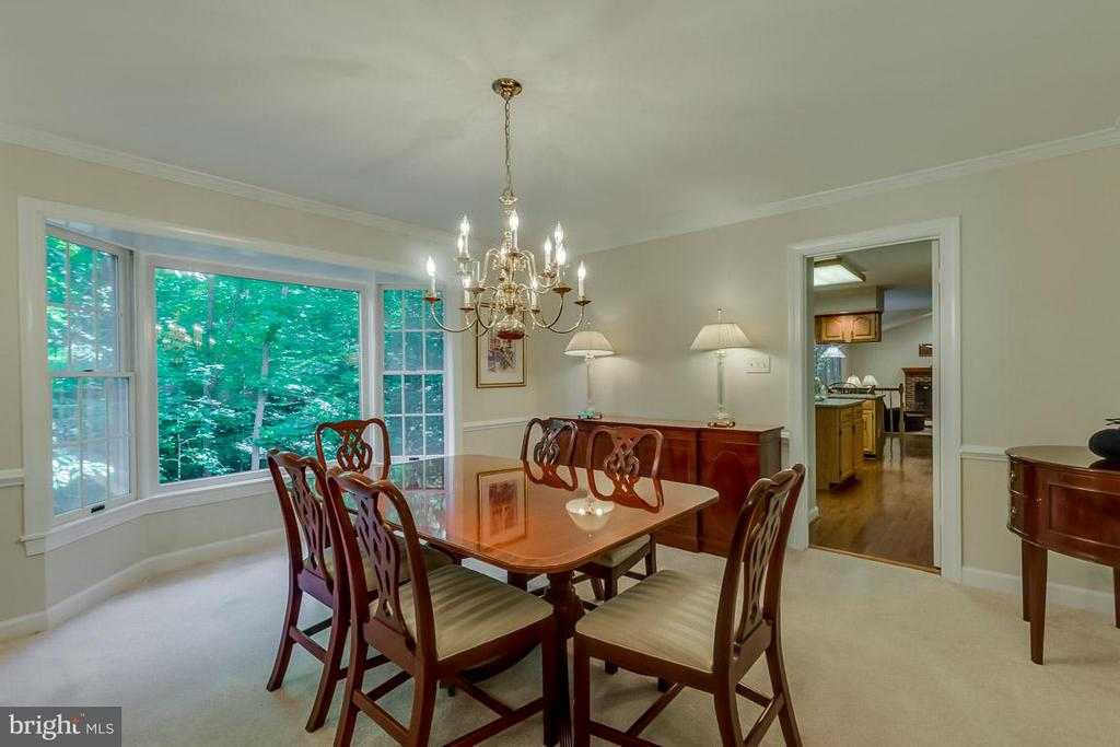 Spacious Dining Room with views of woods - 9879 HEMLOCK HILLS CT, MANASSAS