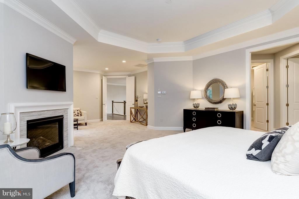 master bedroom with fireplace - 2551 VALE RIDGE CT, OAKTON