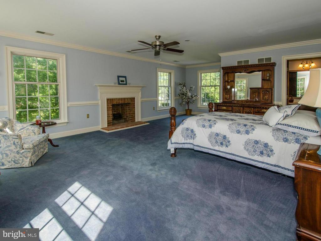 Upper level Master Suite - 3401 BACK MOUNTAIN RD, WINCHESTER