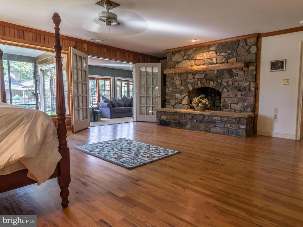 Main level Master Suite - 3401 BACK MOUNTAIN RD, WINCHESTER