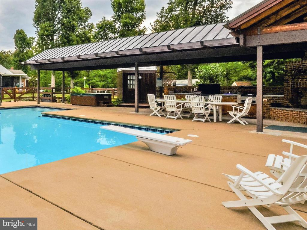 Pool complex - 3401 BACK MOUNTAIN RD, WINCHESTER