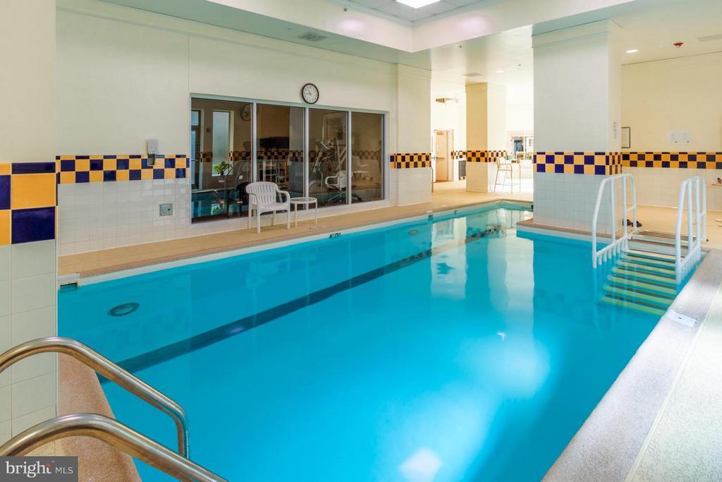 Indoor heated pool - 900 TAYLOR ST #1225, ARLINGTON