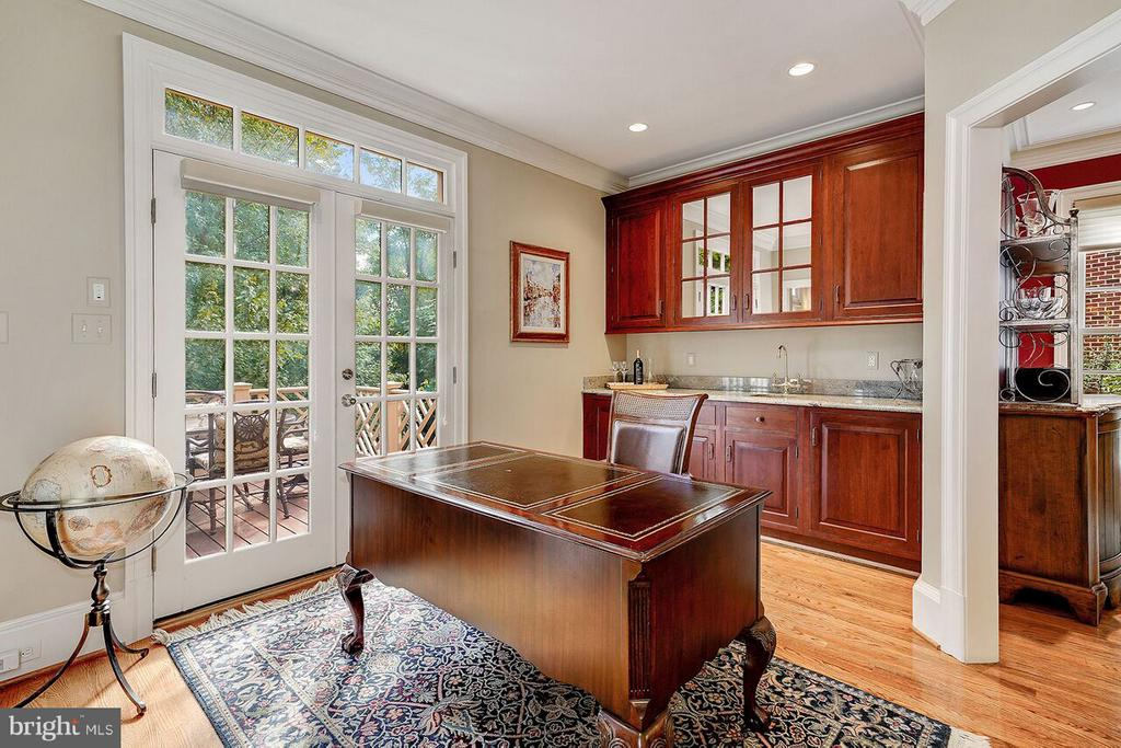 Office and Wet Bar with Access to Deck - 2323 N RIDGEVIEW RD, ARLINGTON