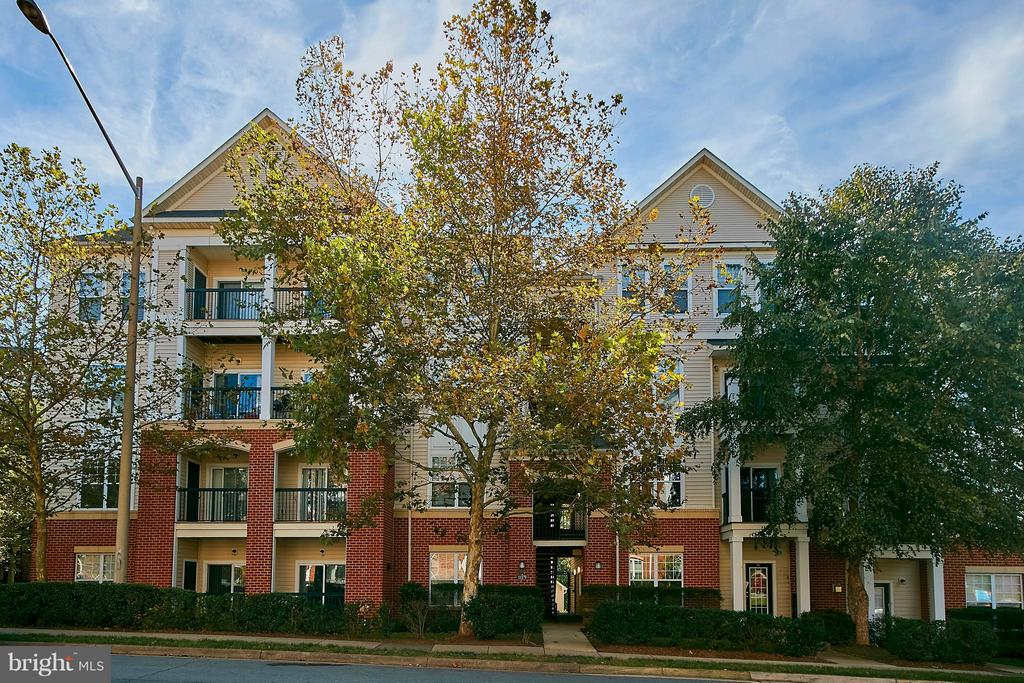 11379  ARISTOTLE DRIVE  10-306 22030 - One of Fairfax Homes for Sale